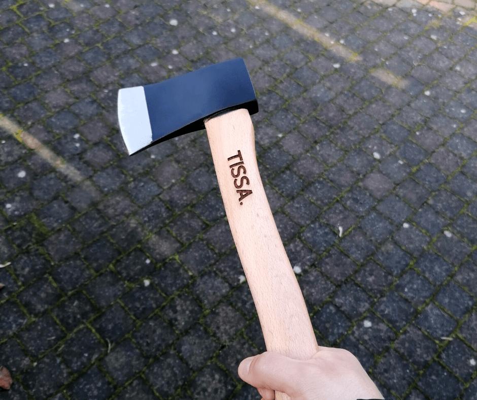 Tekst gebrand in houtensteel van hamer
