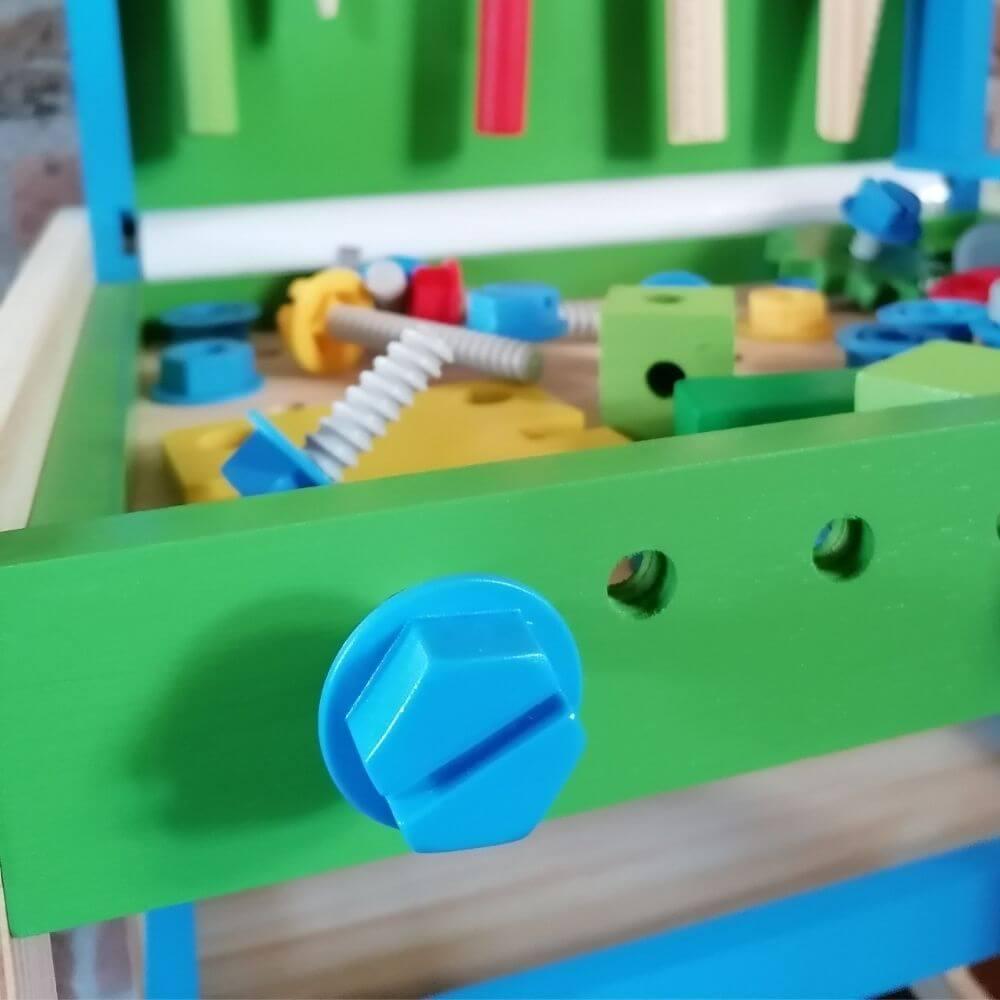 Naam van bouwbedrijf op kinderspeelgoed